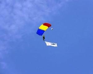 monument aviatie parasutist