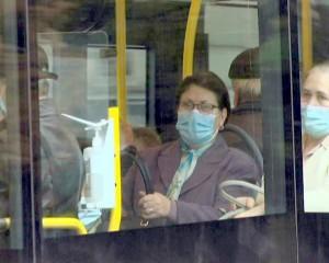 oameni autobuz