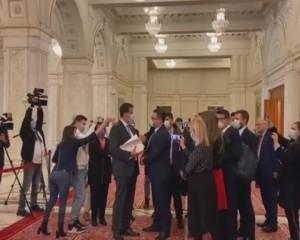DEPUTATUL AUR DE BUZĂU, AGITATOR LA SCANDAL. SCENE FĂRĂ PRECEDENT, ÎN PARLAMENT