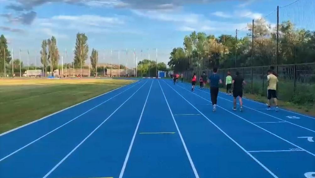 Taxă de alergare pe stadionul de atletism?