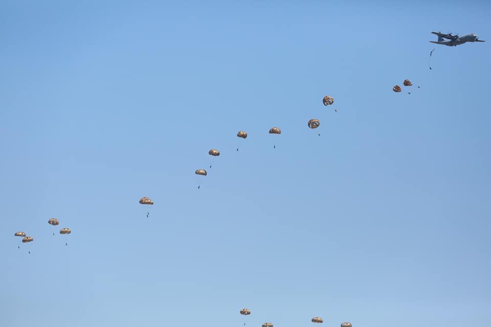 Desant de parașutiști, la Boboc. Exercițiu multinațional NATO, cu forțe sporite