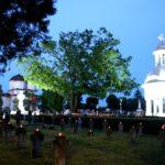 IMPRESIONANT! 1000 de candele, aprinse în Cimitirul Eroilor