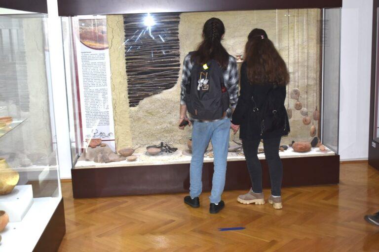 Afluență mare, la Noaptea Muzeelor. Mii de buzoieni au vizitat expozițiile
