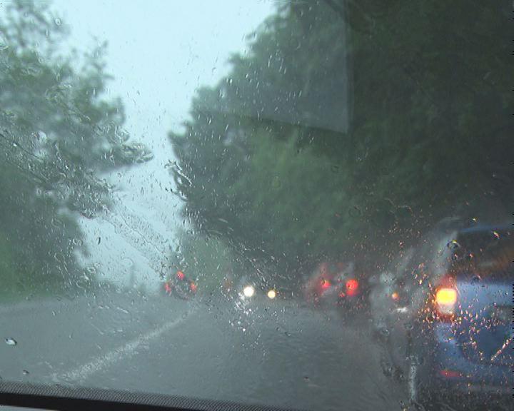 VIDEO Furtună puternică în zona de nord a județului. Piatra face ravagii