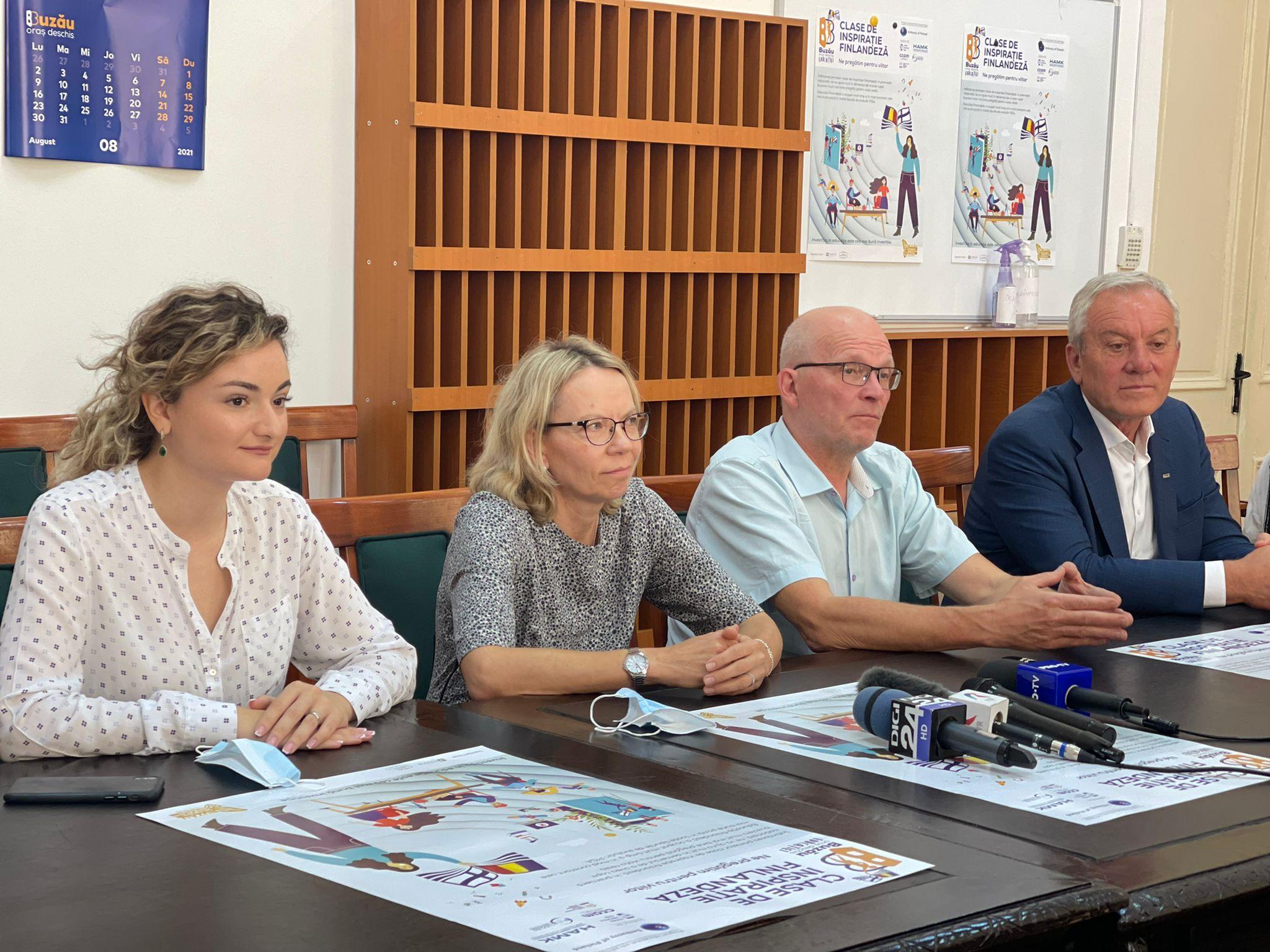 """Ambasadoarea Marjut Akola la Buzău.  Start în programului educațional """"Clase de inspirație finlandeză"""""""