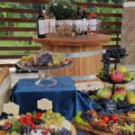 Degustare la Monteoru. Mese bogate cu bucate românești și vinuri basarabene.