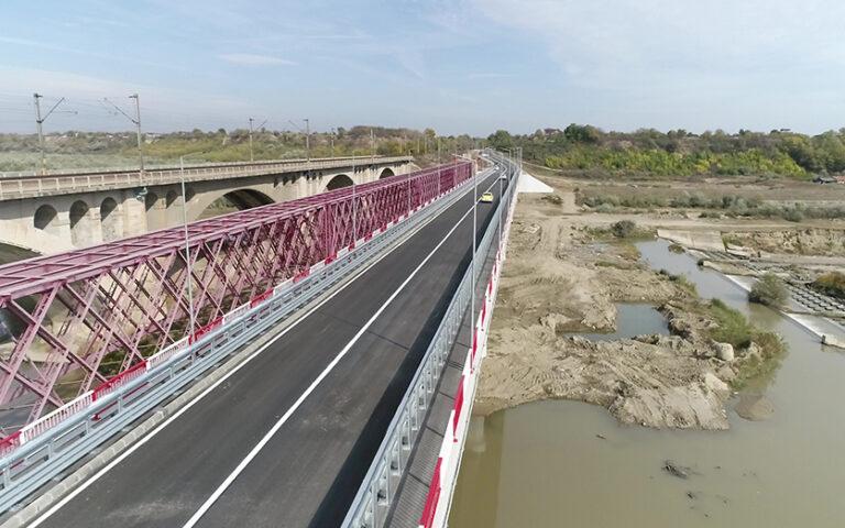 Societatea de transport, în pas cu noutățile. Linia 11B va traversa podul de la Vadu Pașii