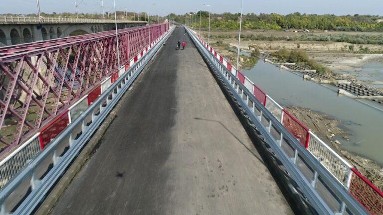 Ultimele vești despre podul de la Vadu Pașii. Se deschide în câteva zile